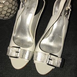 Bandolino white heels with silver buckle 9.5